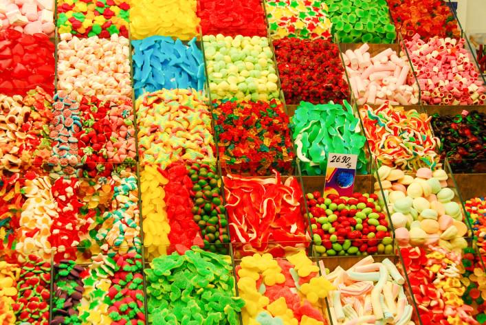 Barcelona im Mercat de la Boqueria-Süßigkeiten iStock_000048824246_Large-2