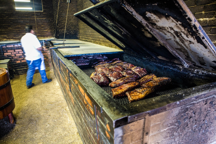 BBQ in Lockhart, Texas iStock_000008266241_Large-2