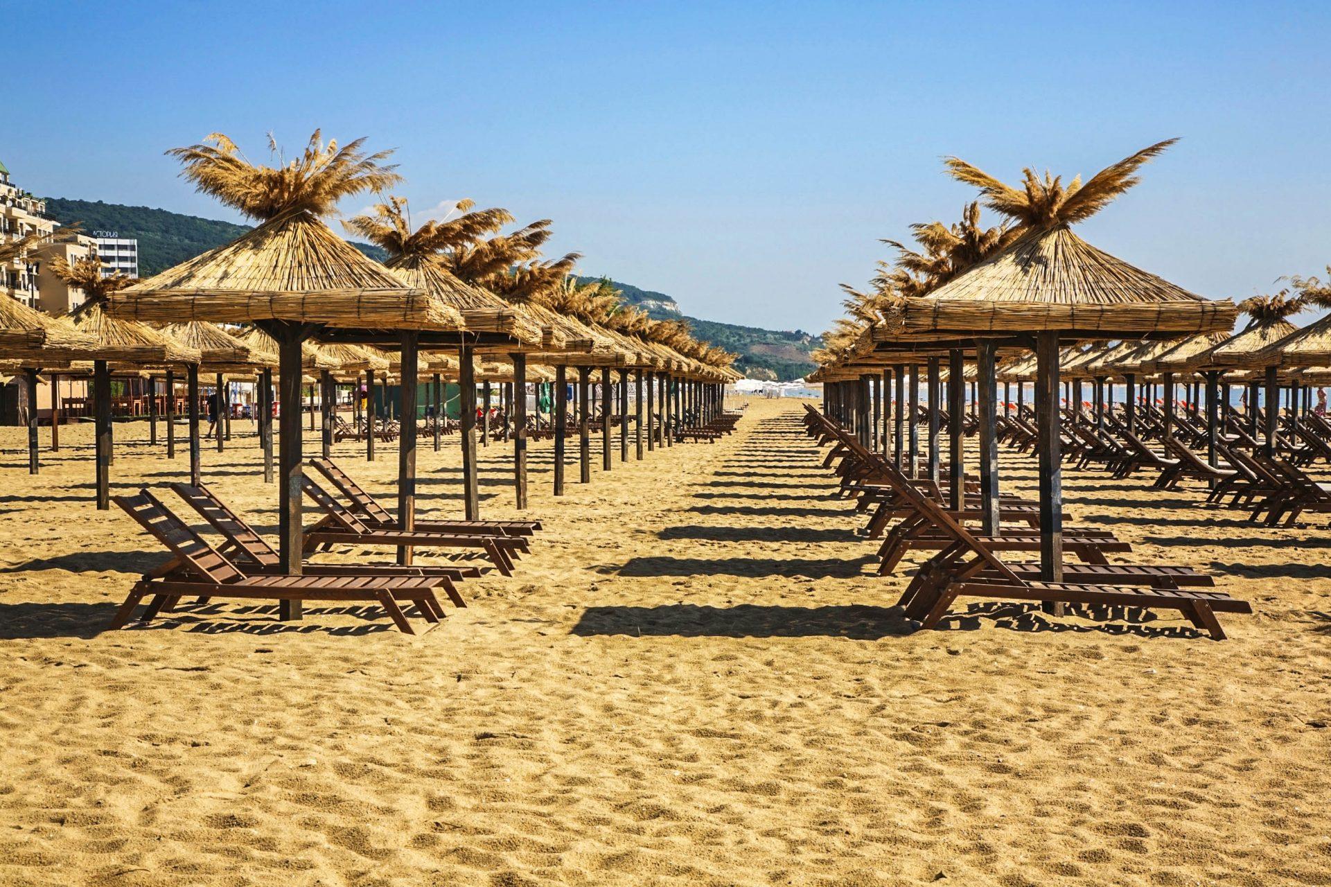 Der Goldstrand Bulgarien mit feinem Sand und Sonnenschirmen