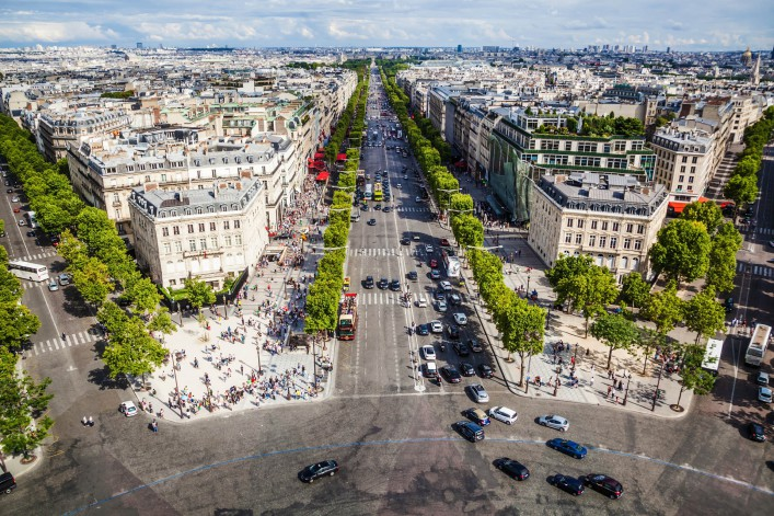 Stadtspaziergang durch Paris Avenue Champs Elysee
