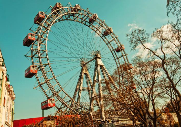 Ferris wheel in Vienna iStock_000023321090_Large-2