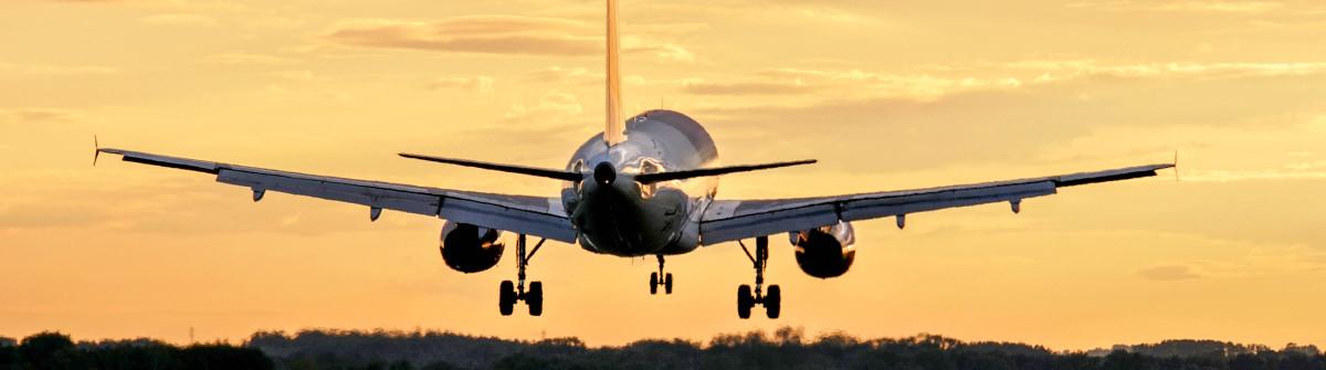 Flugzeug Start shutterstock_96390125-2