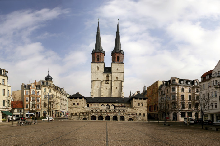 Halle (Saale) Hallmarkt mit Marktkirche iStock_000012676132_Large