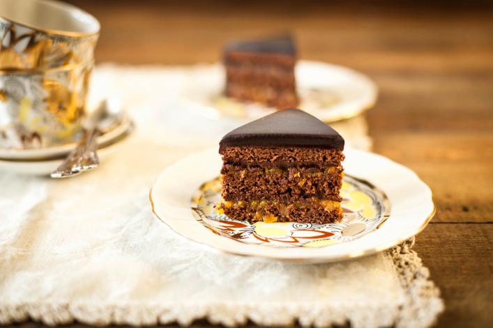 Sacher chocolate cake iStock_000026387150_Large-2