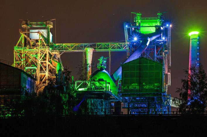 Smelting plant iStock_000020253403_Large-2