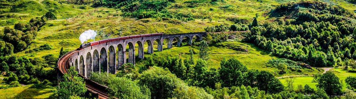 Steamtrain auf der Glenfinnan Viadukt iStock_000055751658_Large-2