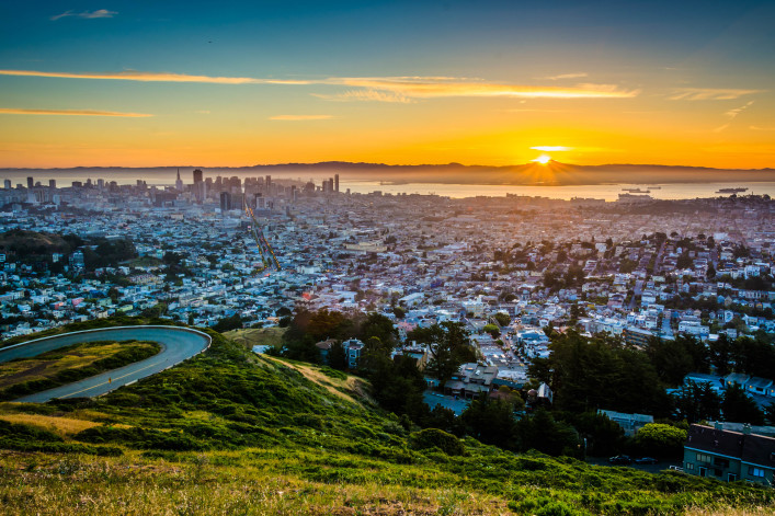 Sunrise view from Twin Peaks, in San Francisco, California shutterstock_273400364-2