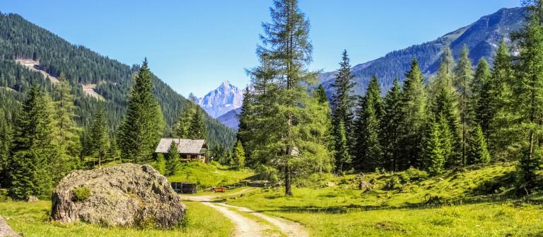 walk-st.-johann-pongau-austria-shutterstock_384940699-2