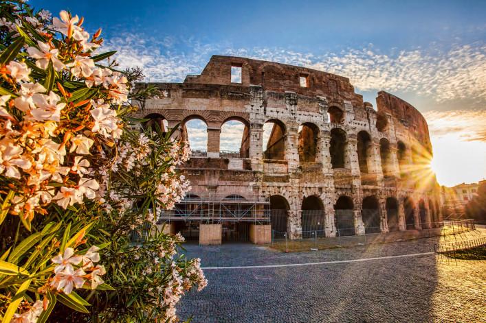 Weltberühmte Kolosseum in Rom, Italien iStock_000041029182_Large-2