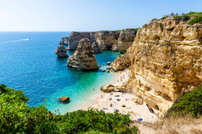 Algarve beach on a sunny day iStock_000059608776_Small-2 – Kopie