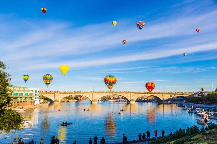 Ballons über die Brücke iStock_000067218651_Large-2