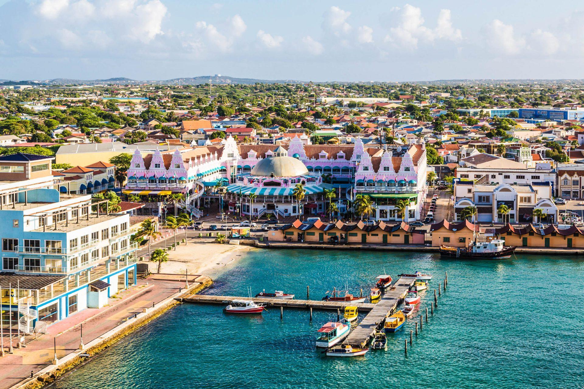 Aruber Bunter Hafen in Oranjestad