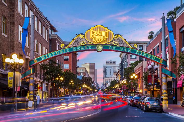Der Innenstadt von San Diego Gaslamp-Verkehr iStock_000064908669_Large-2