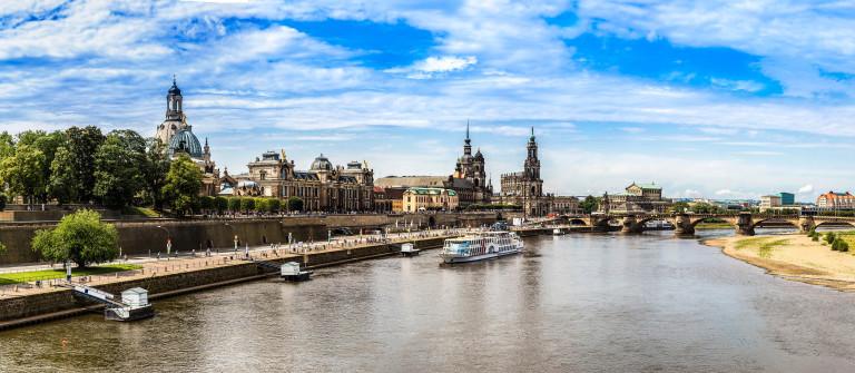 Dresden Elbe Panorama shutterstock_290121254-2
