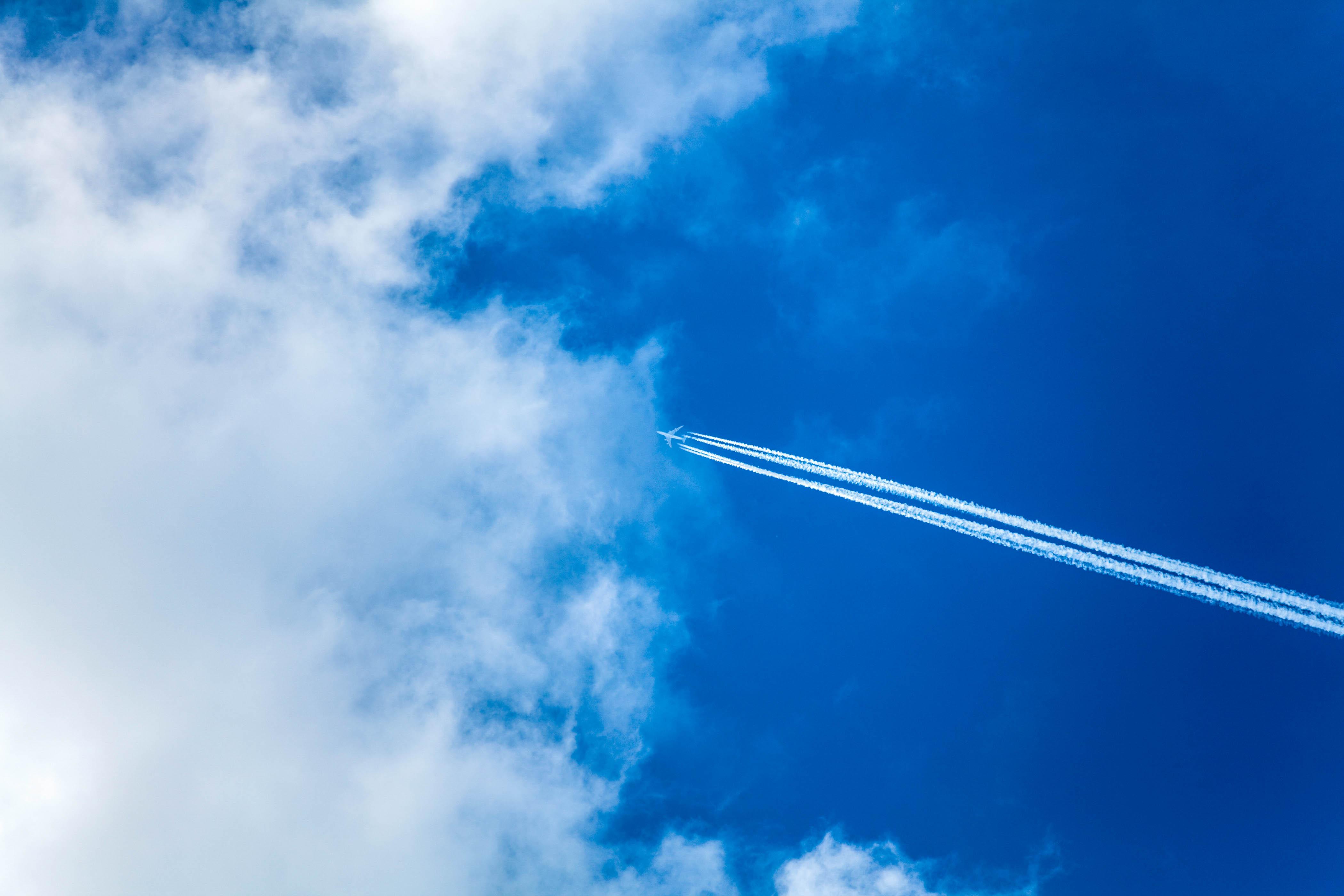 Flugzeug am Himmel, Chemtrail Theorie