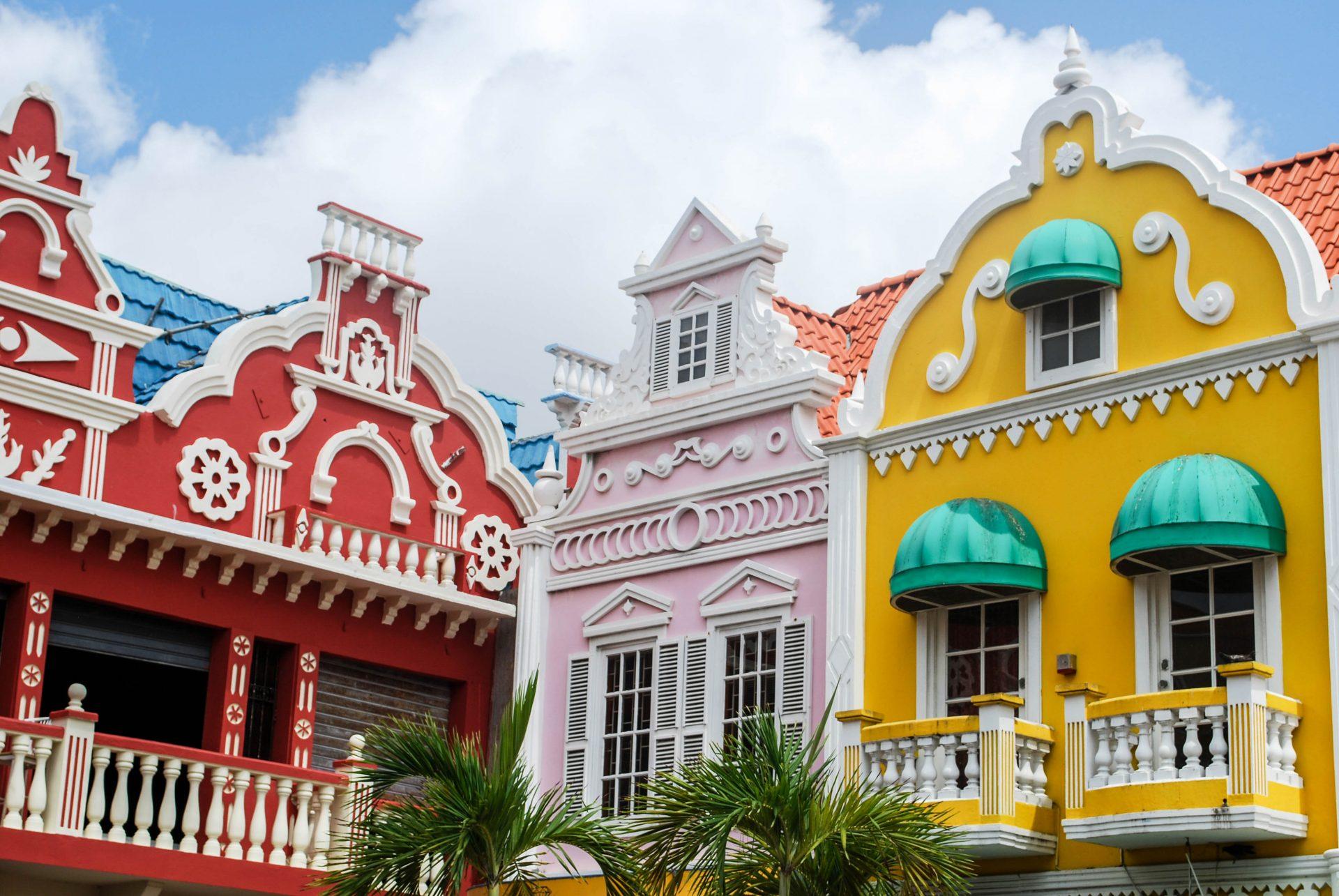 Aruber bunte Häuser in Oranjestad