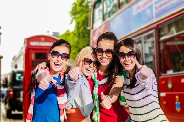 ruf Jugendreisen - summer holidays, vacation, travel, friendship and people concept shutterstock_296287187-2