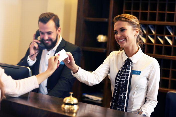 Hoteltester bewerten den Service des Hotels