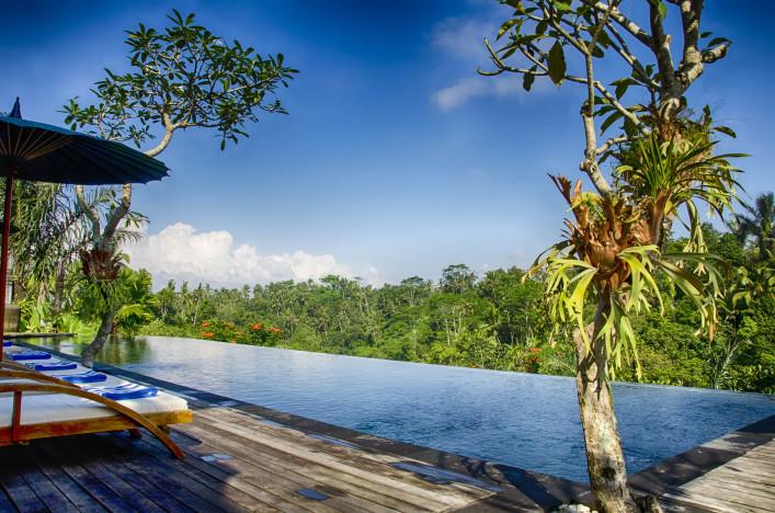 Bali infinity pool shutterstock_144107911-2