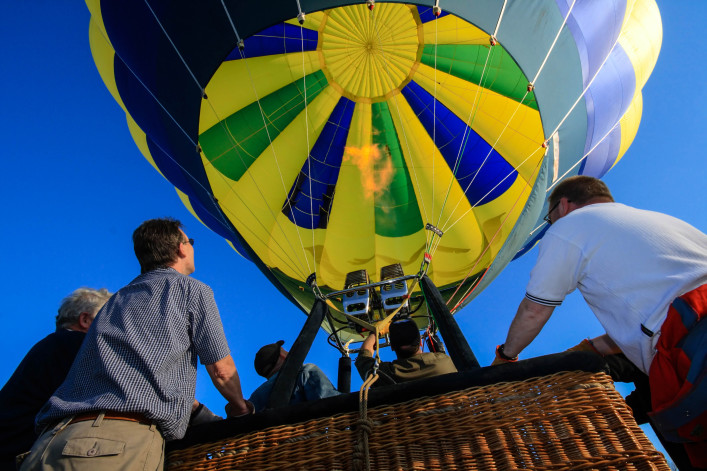 ballooning – holding the gondola before starting