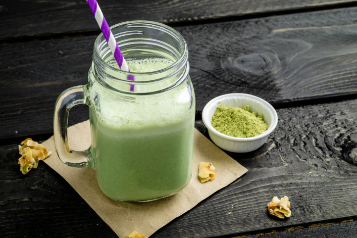 Green matcha tea smoothie