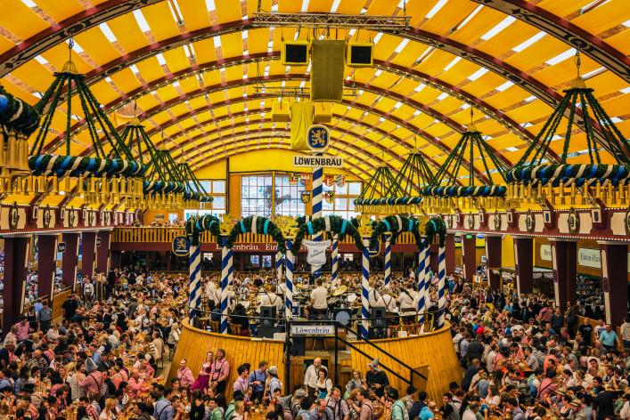 Oktoberfest München Wiesn Zelt