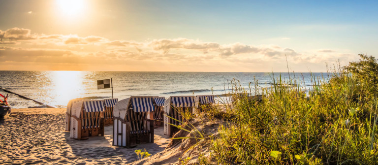 Strand am Morgen Ostsee iStock_000085022369_Large-2
