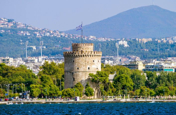 White Tower in Thessaloniki, Greece shutterstock_136892735-2