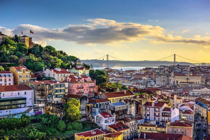 Die Skyline von Lissabon in Portugal.
