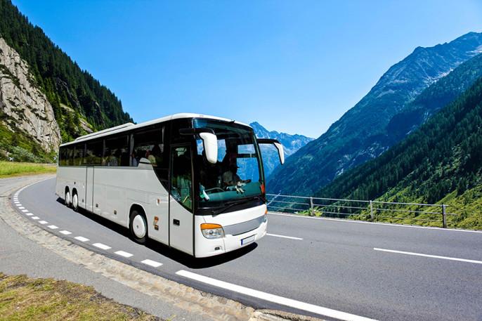 Bus Berge iStock_000011413785_Large-2
