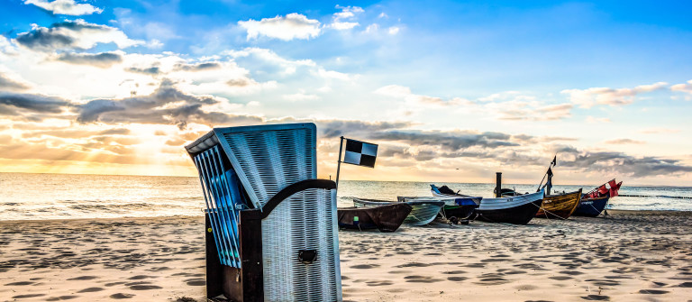 Usedom Boote Strandkorb shutterstock_404265991-2