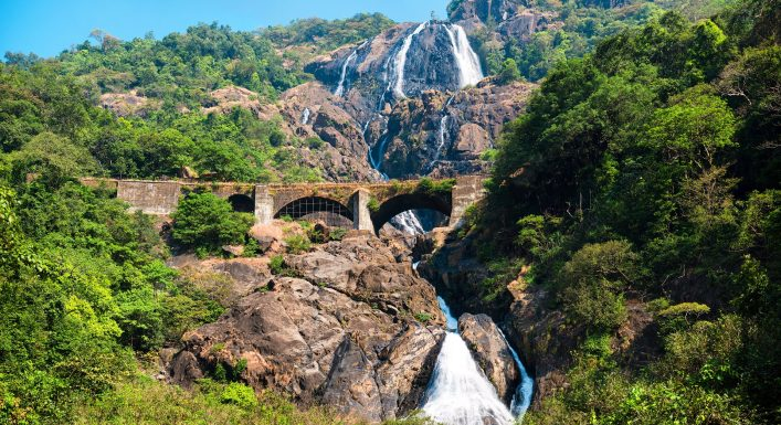 Goa, Indien, Eisenbahn, Wasserfall