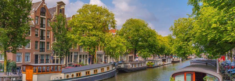 Hausboot Amsterdam EDITORIAL ONLY kavalenkava shutterstock_276684011