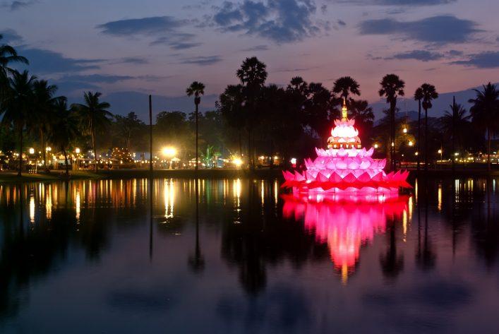 Loy Krathong in Sukhothai shutterstock_85471420