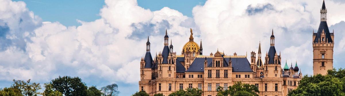 The beautiful, fairy-tale castle in Schwerin shutterstock_84962560-2