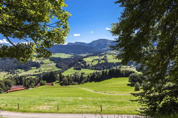 Alpine Panorama near Oberstaufen, Region Oberallgaeu, Bavaria, Germany_shutterstock_473099074_klein