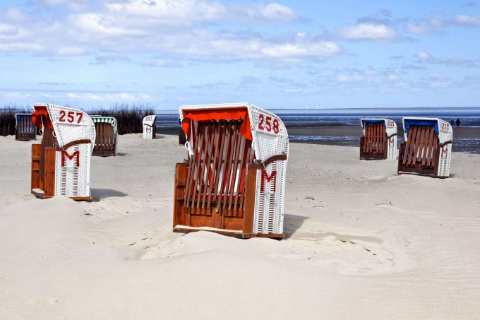 Beach from the town of Cuxhaven, Germany_shutterstock_103957406_klein