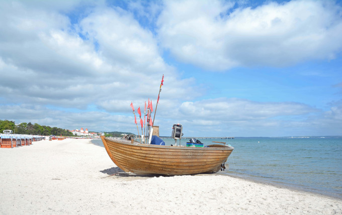 Beach of Binz on Ruegen Island at Baltic Sea,Mecklenburg western Pomerania,Germany_shutterstock_414624256_klein