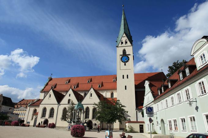 Church in Kempten Germany_shutterstock_152804369_klein