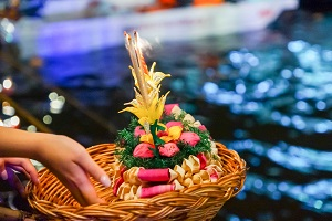 Reiseziele November_Events_Festivals_Loi Krathong Lichterfest Thailand