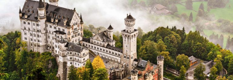 Neuschwanstein Castle shrouded in mist in the Bavarian Alps of Germany shutterstock_157079090-2 Kopie