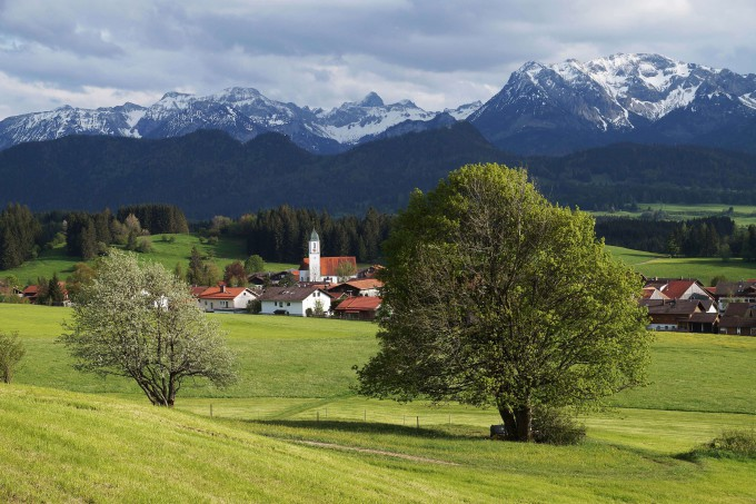 Overlooking Eisenberg Zell from the way to the ruins_shutterstock_424004551_klein