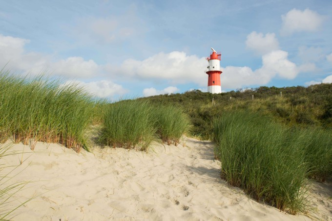 Red and white striped lighthouse at Borkum beach_shutterstock_170015699_klein