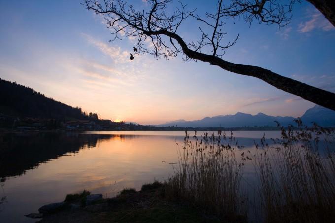 The day awakens on Hopfensee_shutterstock_24624259_klein