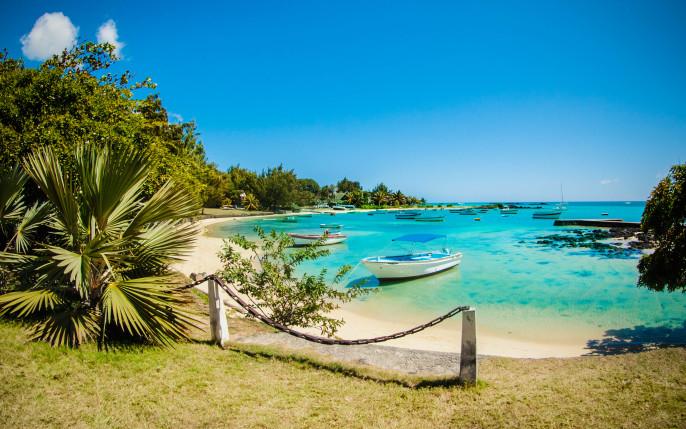 Indian Ocean Mauritius iStock_000023309639_Large-2
