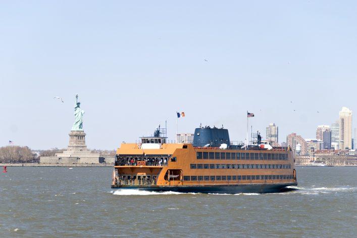 Mit der kostenlosen Staten Island Ferry zur Statue of Liberty fahren