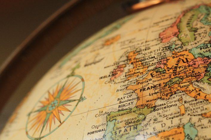 Ein Globus zeigt Länder