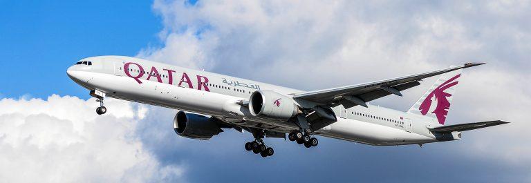 airplane of Qatar Airways above the Frankfurt airport shutterstock_383290720 EDITORIAL ONLY Vytautas Kielaitis-2