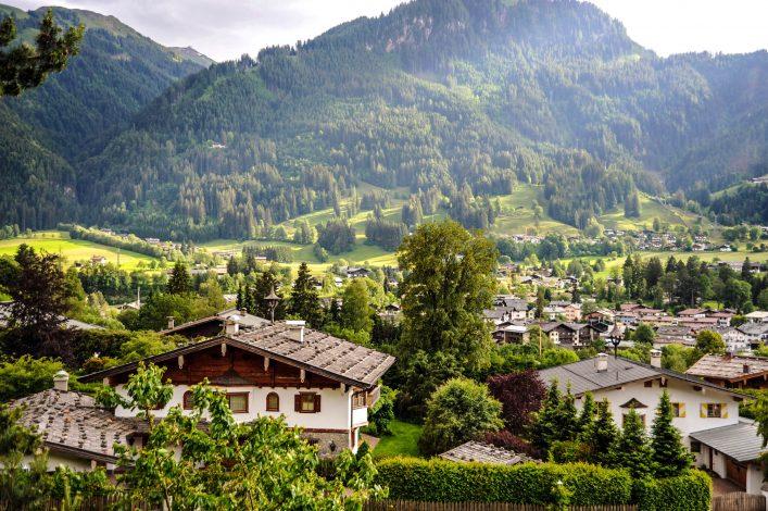 Kitzbuehel in Österreich iStock_000009730634_Large-2