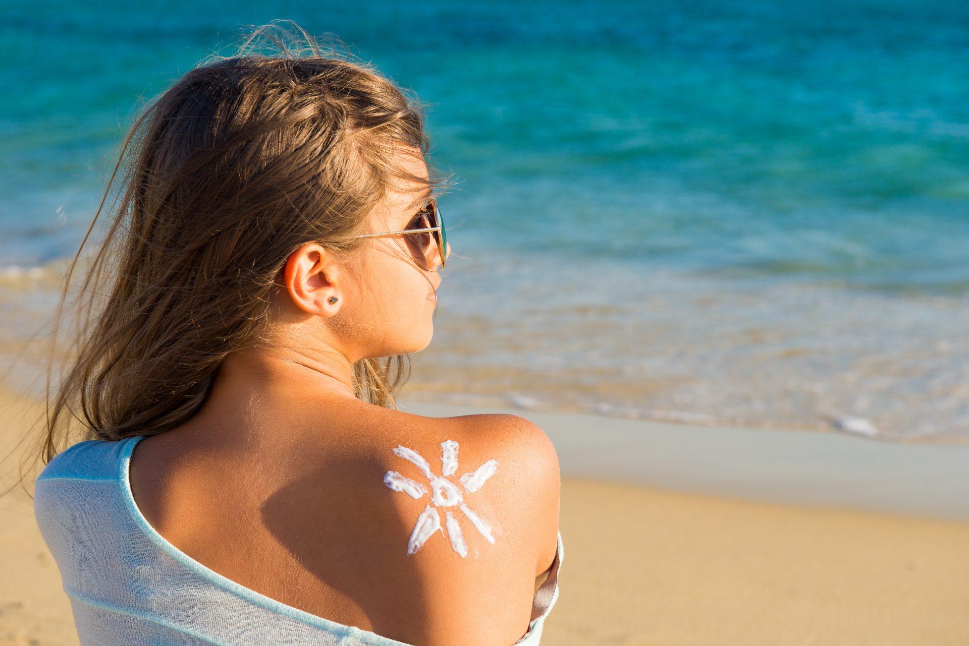 Mallorca Akne wird durch Creme in Verbindung mit ungewohnter Sonne hervorgerufen